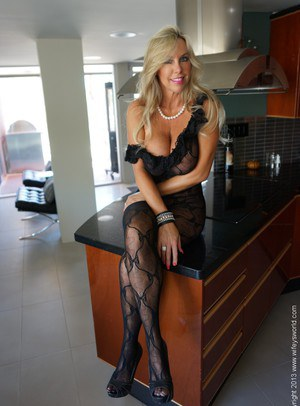 Naked Matures  Nude MILF photos and wife porn pictures