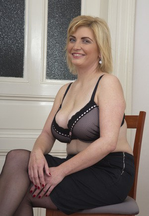 Hot big busty mature show your sexy body 2
