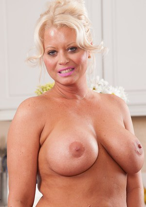 Soccer mom with big tits sucks and fucks