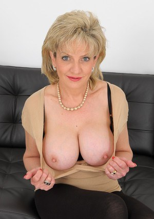 Hot big busty mature show your sexy body 6