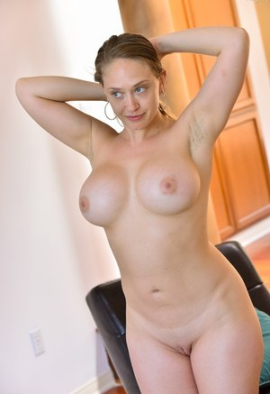 Busty Naked MILF Porn Pics
